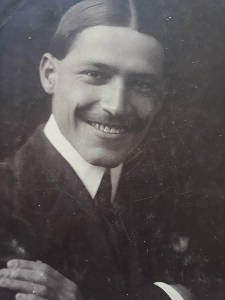 """O """"cometa"""" Mário Caron."""