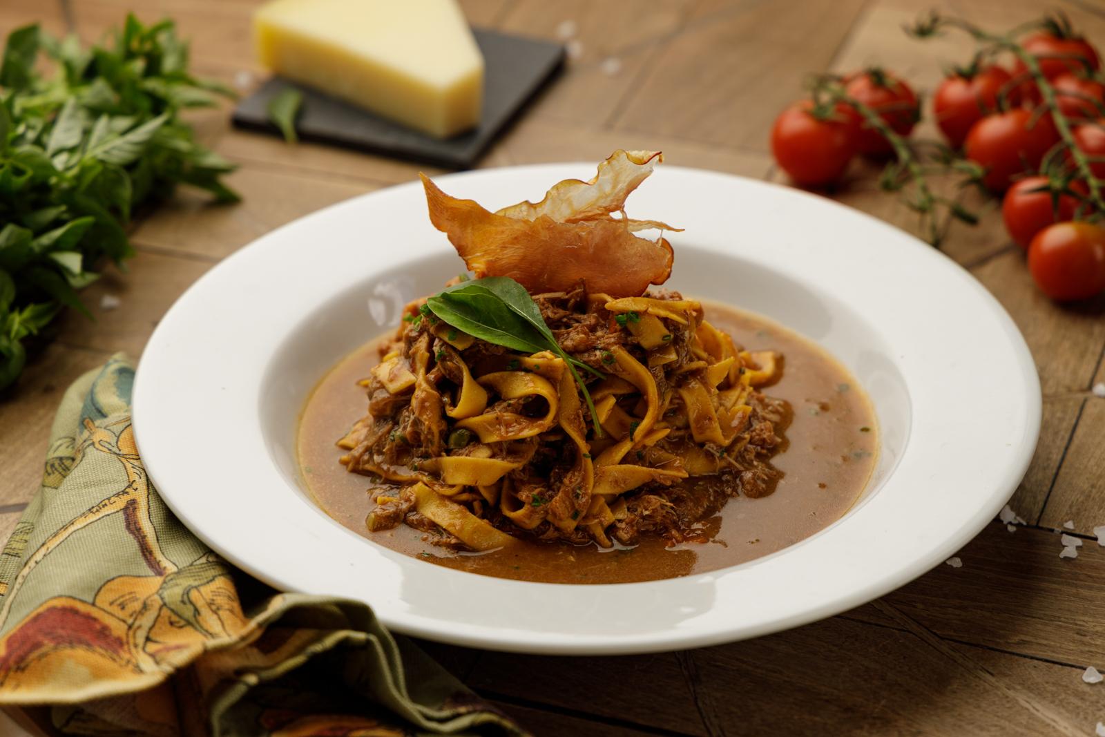 Presente em todas as edições do Festival Bom Gourmet, o Limoeiro Casa de Comidas, no Tarumã, traz sempre novidades em seus menus, como o tagliatelle ao ragu de pato e alho-poró.
