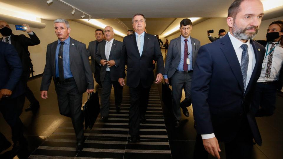 """Bolsonaro tenta acelerar privatizações em resposta à """"interferência"""" na Petrobras"""