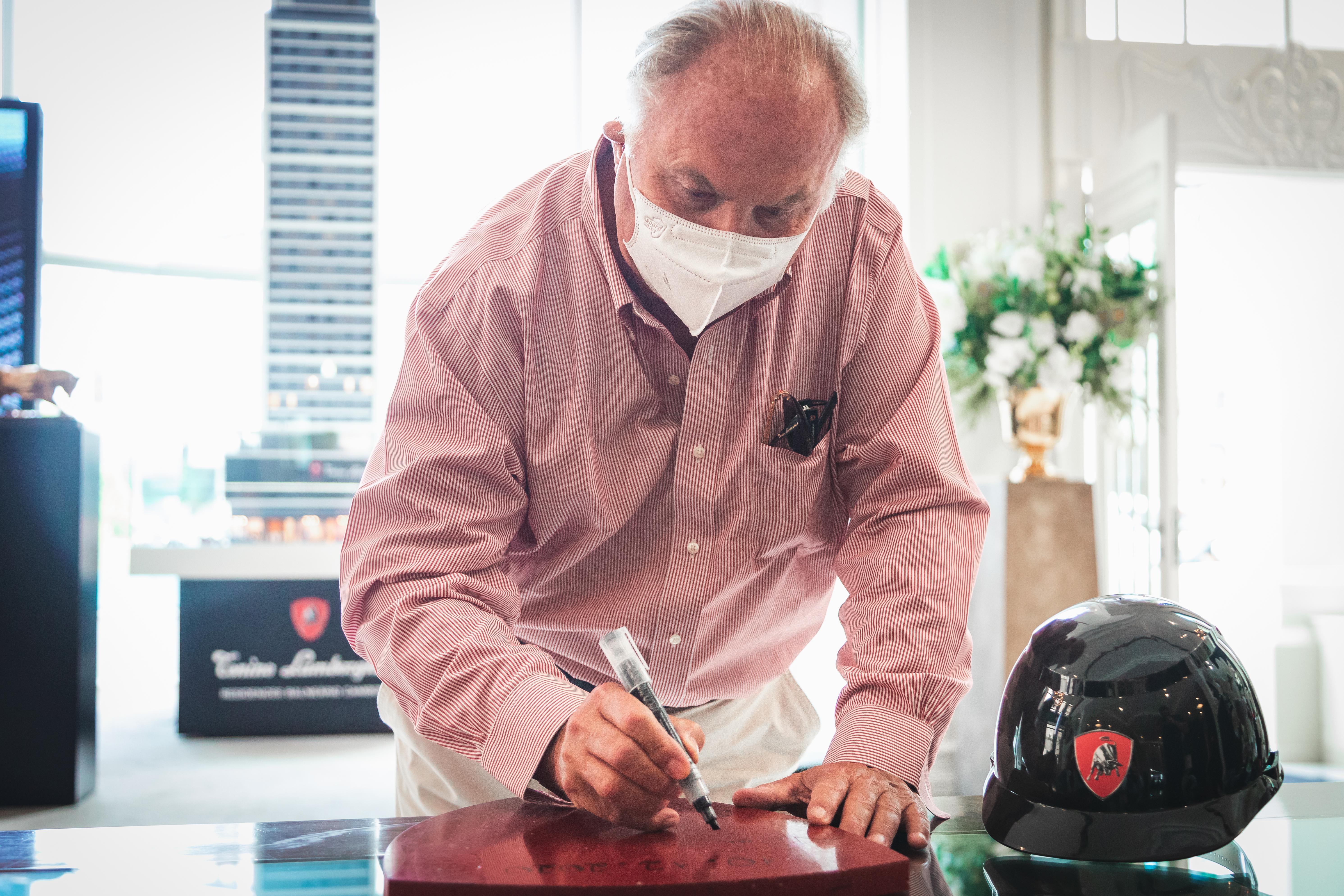 Fundador e presidente da marca italiana, Tonino Lamborghini esteve no Brasil para acompanhar o início das obras.