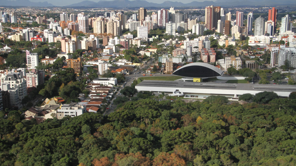 Em novo decreto, Curitiba acata medidas restritivas estabelecidas pelo governo estadual