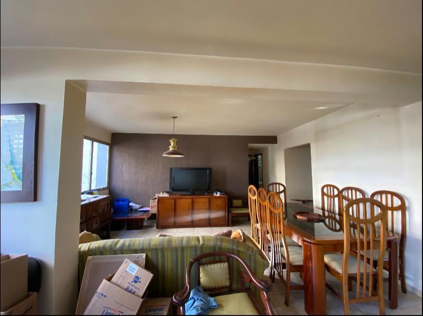 """O """"antes""""da sala de um apartamento adquirido pela arquiteta Gabriela Casagrande para investimento. Foto: Arquivo Pessoal. <br /><br />"""
