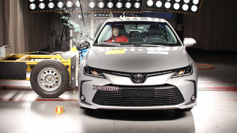 Toyota Corolla durante teste de colisão do Latin NCAP