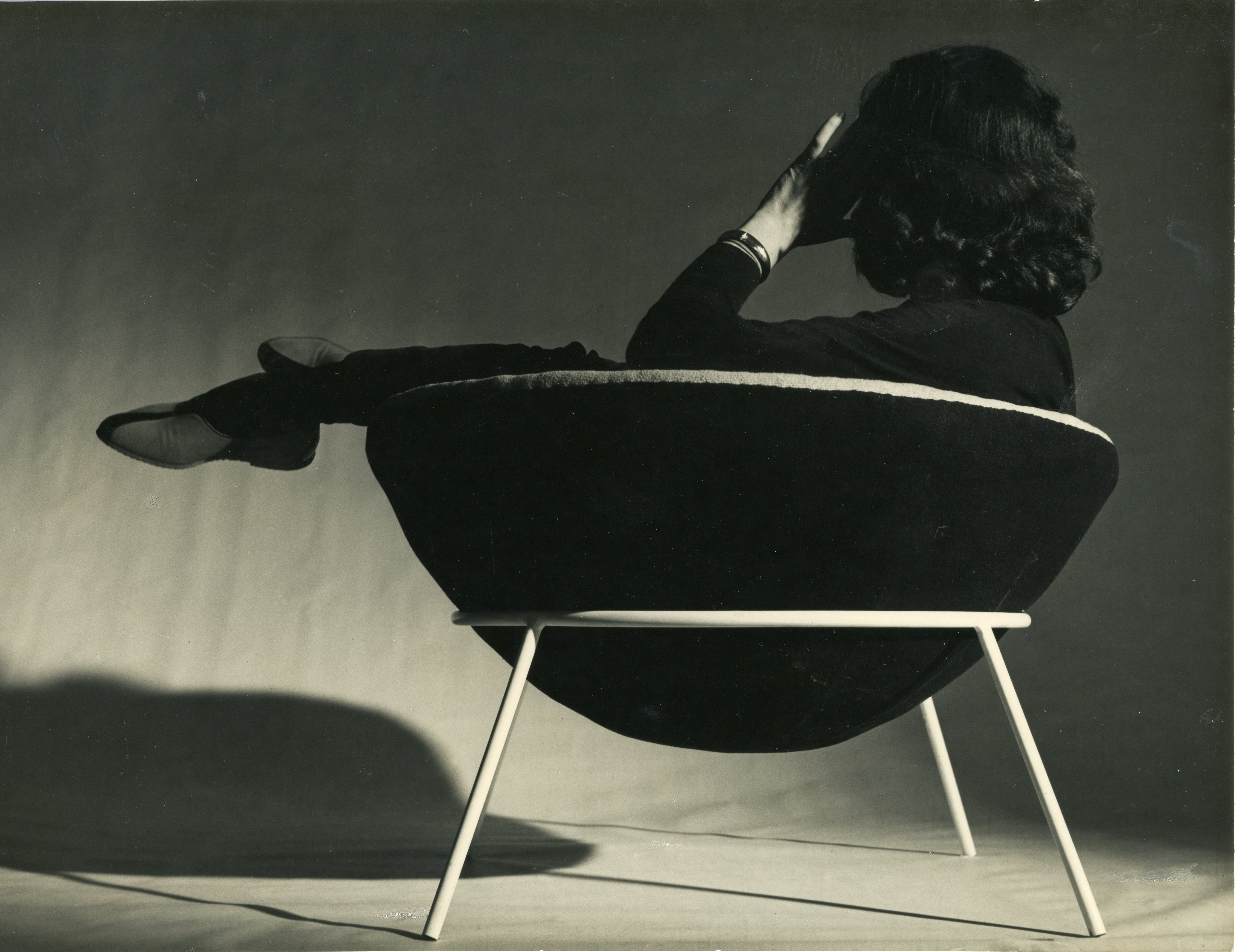 Poltrona Bowl, criada por Lina Bo Bardi em 1950.