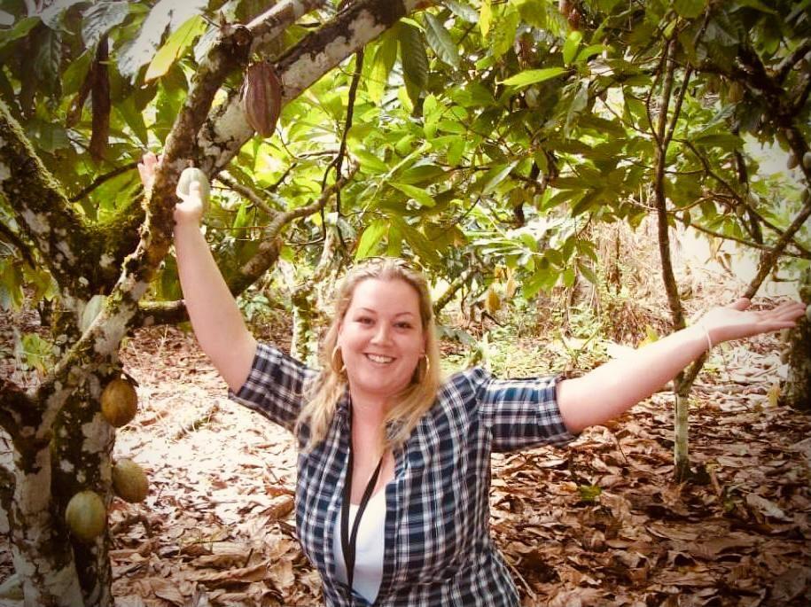 Bárbara Sordi é pós-graduada em Formação e Gestão em Chocolataria Profissional pela Castelli - Escola de Chocolataria. Sua marca é bean to bar artesanal e ela já recebeu medalha de honra no 1.° Concurso de Chocolate de Origem do Brasil, em Ilhéus (BA).
