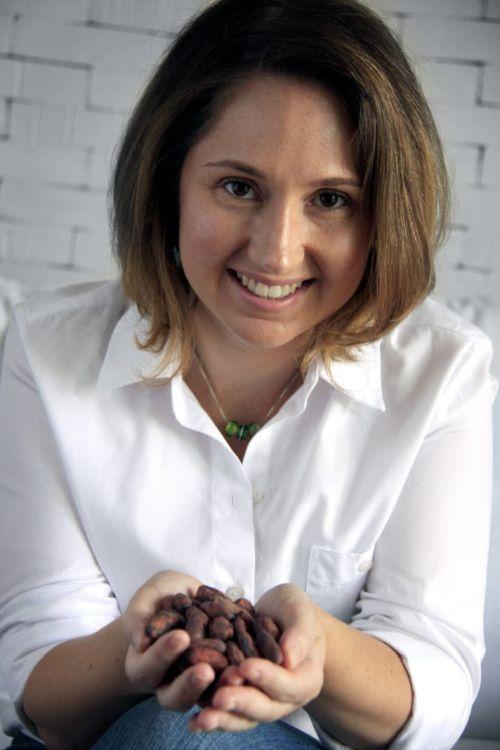 Bibiana Schneider é sócia-fundadora da premiada chocolateriaCuore di Cacao, inaugurada há 17 anos em Curitiba e referência no processo artesanal bean to bar. A Cuore foi a primeira chocolateria brasileira a participar do Salon du Chocolat de Paris em 2007.