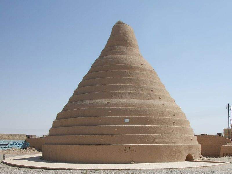 Yakhchal ainda de pé no Irã. A estrutura ficou conhecida como 'geladeira do deserto' e, por meio do ar-condicionado natural, os persas criavam ali até gelo.