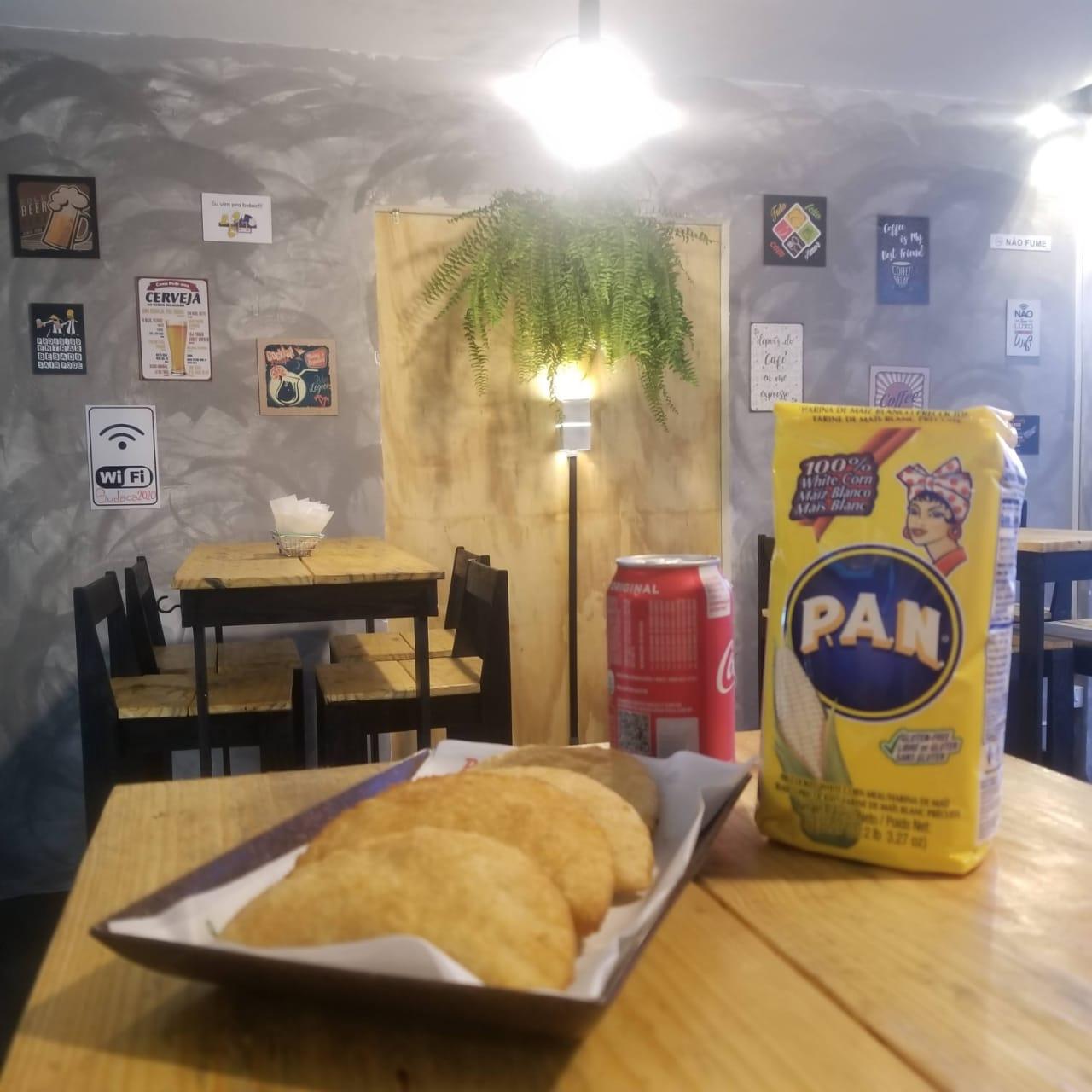 As empanadas são feitas com farinha de milho Pan e fritas por imersão.
