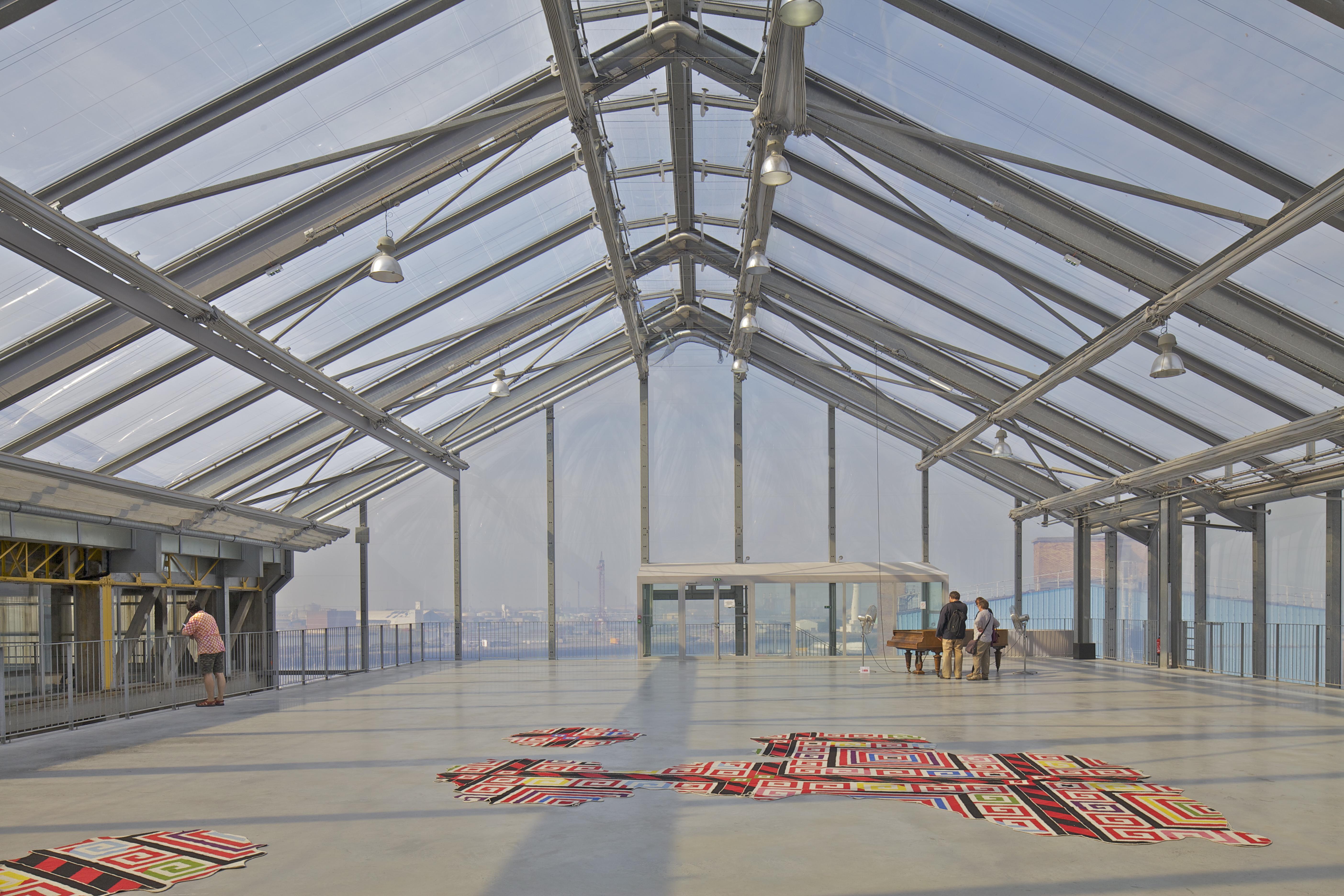 FRAC, em Nord-Pas de Calais, utiliza estruturas portuárias antigas para criar espaços para exibições de arte.