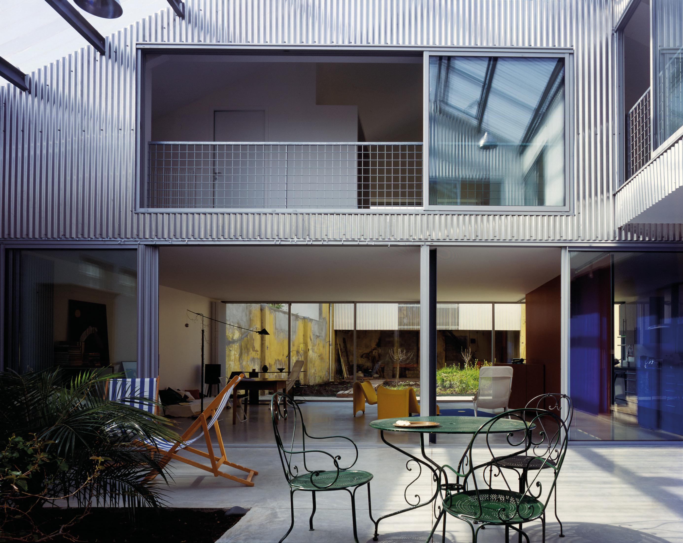 Casa em Bordeaux, projetada pela dupla francesa que leva o Pritzker 2021.