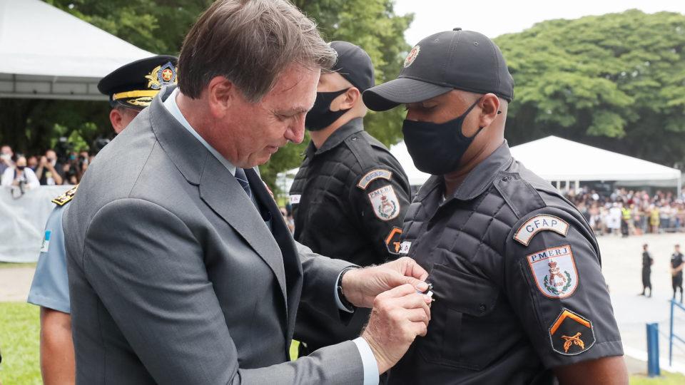 Forças policiais colocam em xeque apoio à reeleição de Bolsonaro