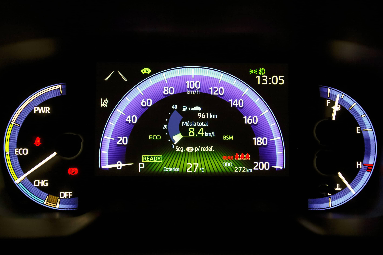 Painel digital do Corolla Cross.