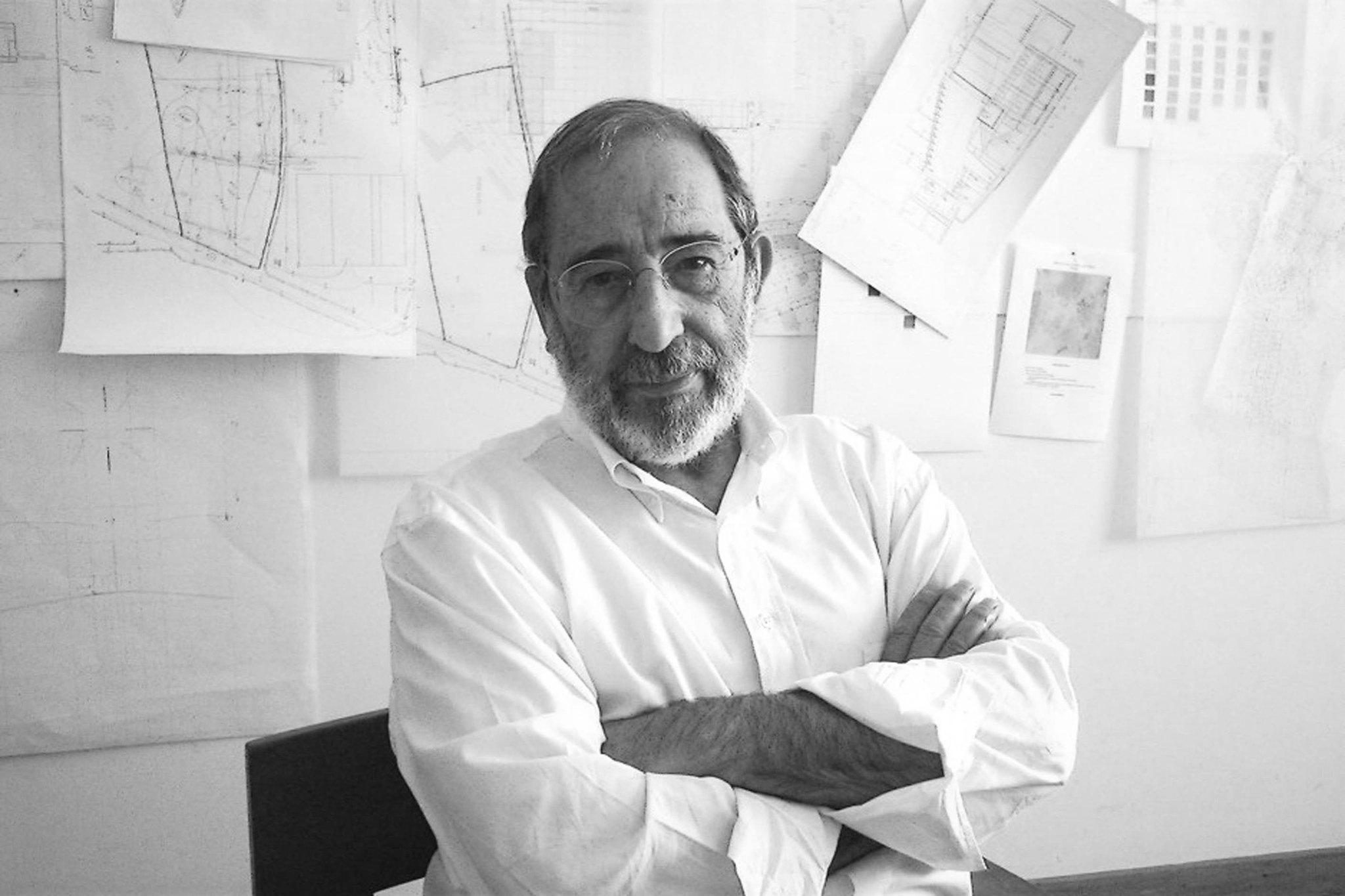 O arquiteto português Álvaro Siza recebeu o Pritzker 1992.