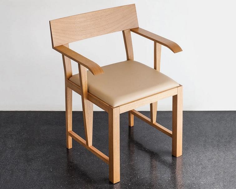 Cadeira C2, desenhada por Álvaro Siza.