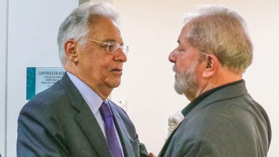"""Aproximação entre PT e PSDB não chega à """"página 2"""", dizem petistas e tucanos"""