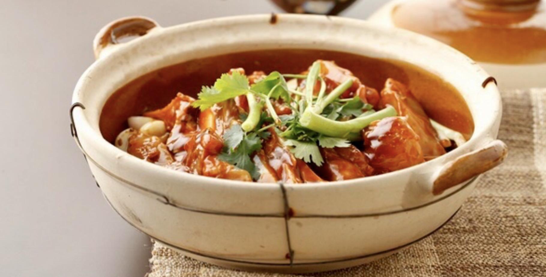 Caçarola de peixe, um dos pratos de destaque assinados pelo Xin Rong Ji classificado como 3 Estrelas pelo Guia Michelin 2020 de Beijing