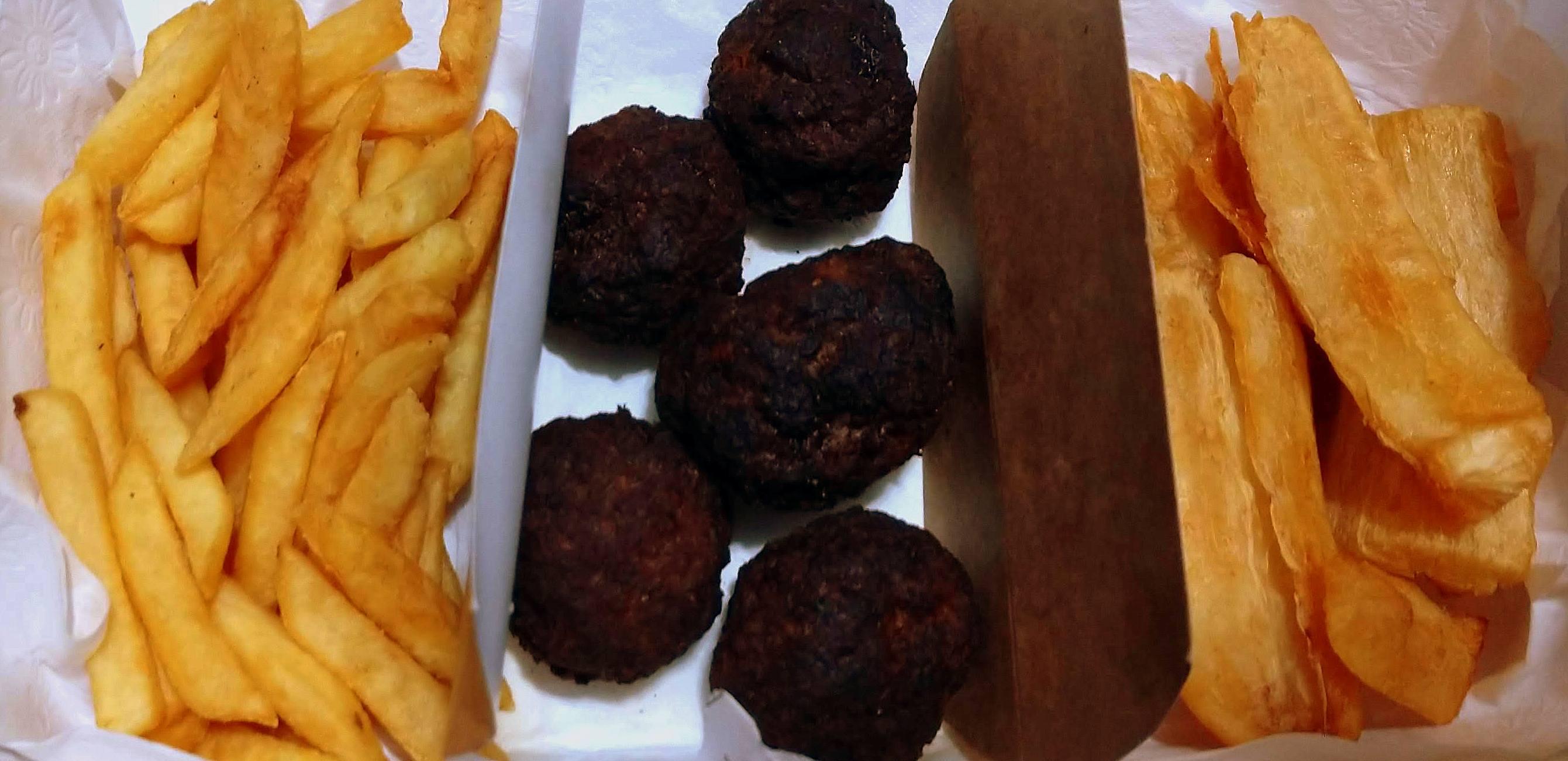 Batata frita, Bolinho de carne e Aipim frito, do Kit Boteco.