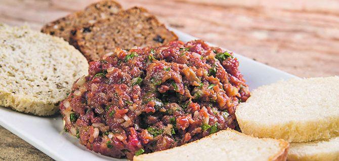 Entre os concorrentes do Sabor Popular está a carne de onça. Foto: Letícia Akemi / Gazeta do Povo