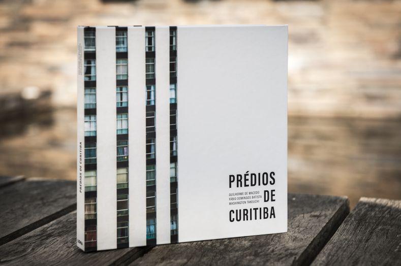 """Capa do livro """"Prédios de Curitiba"""", lançado em 2017."""