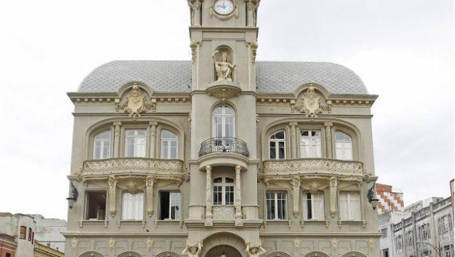 Paço da Liberdade é um dos edifícios cuja história é contada no livro