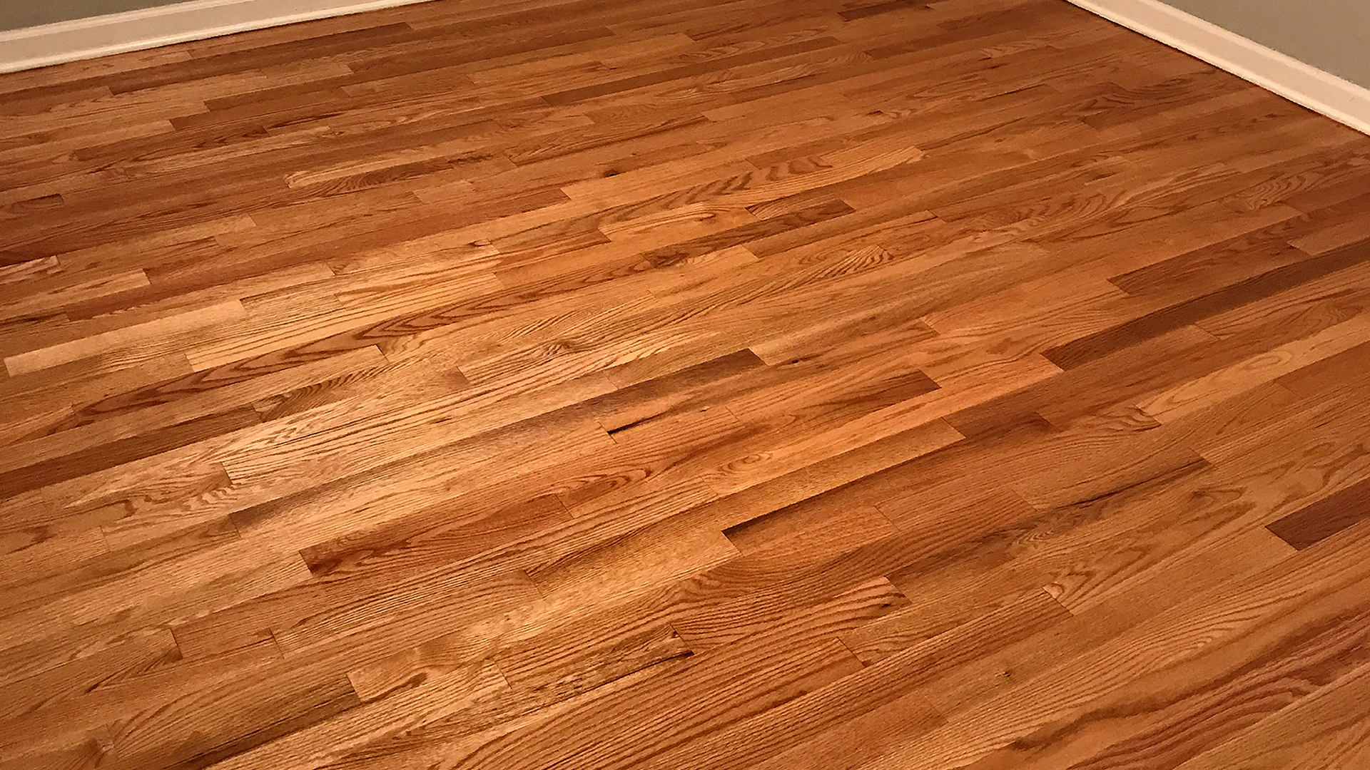 Por sua capacidade de isolar os espaços térmica e acusticamente, a madeira ajuda a criar ambientes aconchegantes