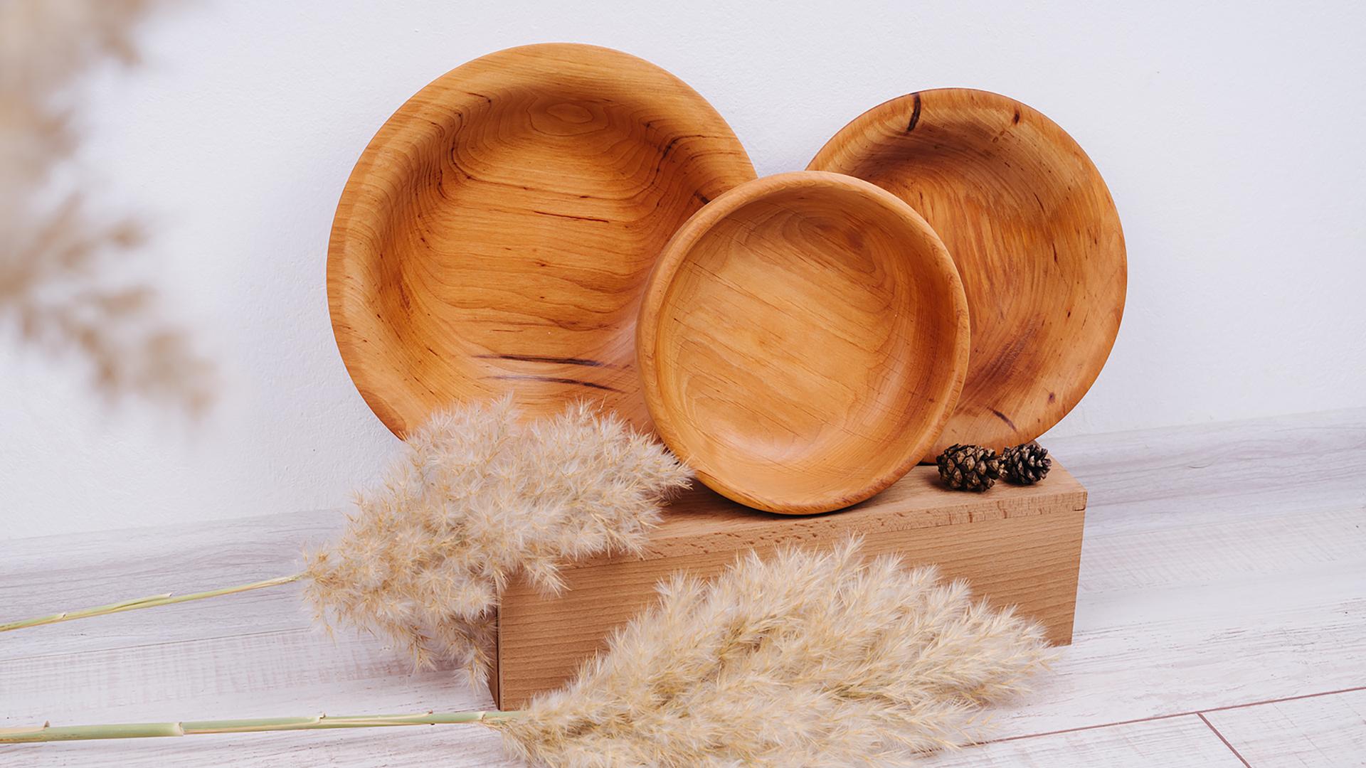 Depois de serem revestimento de parede e pisos ou móveis, as madeiras podem ser recicladas e transformadas em outros objetos, como utensílios de cozinha