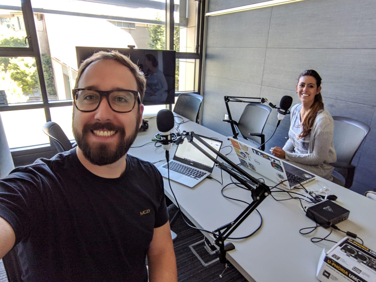 Rafael Amado e Yasmin Graeml, do podcast Brazucas no Vale. Foto: divulgação.