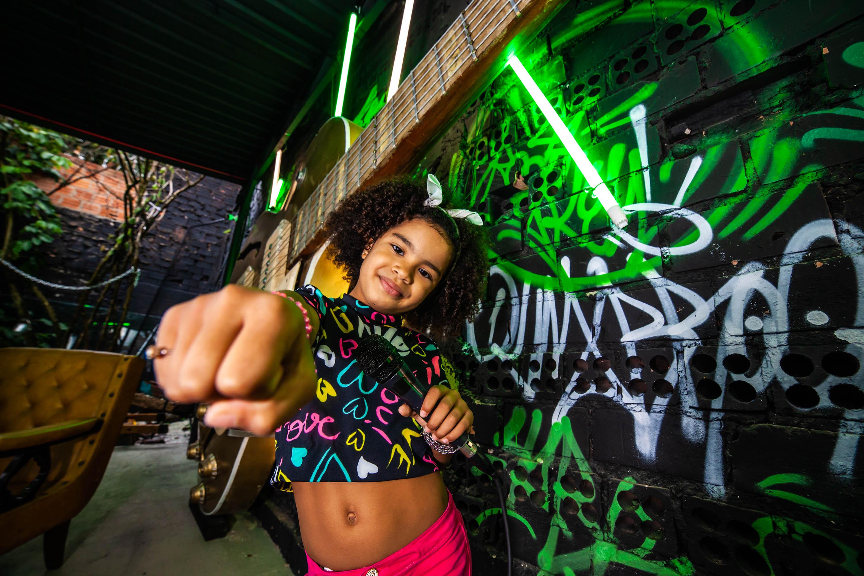 Mostra Literatura: A cantora de rap Liah Vitória, de 8 anos.