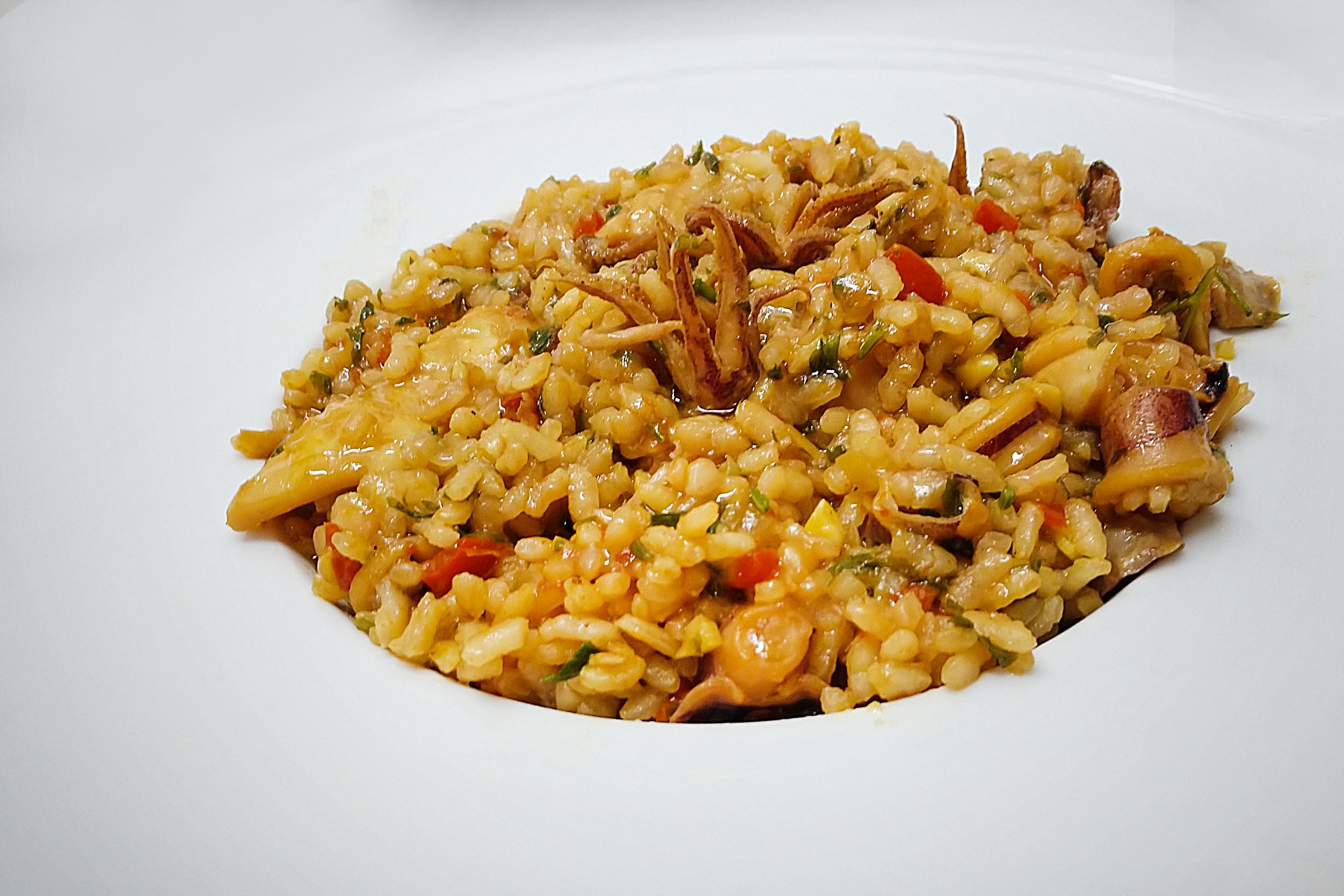 Lulas à Marselhesa: combinação perfeita do arroz com os moluscos, em molho perfumado.