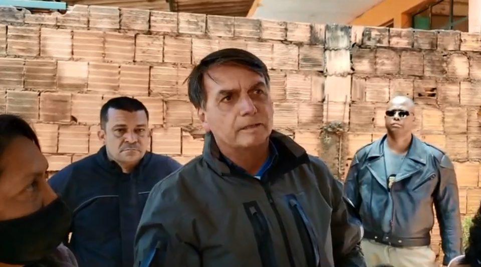 """Bolsonaro: """"nosso Exército não vai pra rua pra obrigar o povo a ficar em casa"""""""