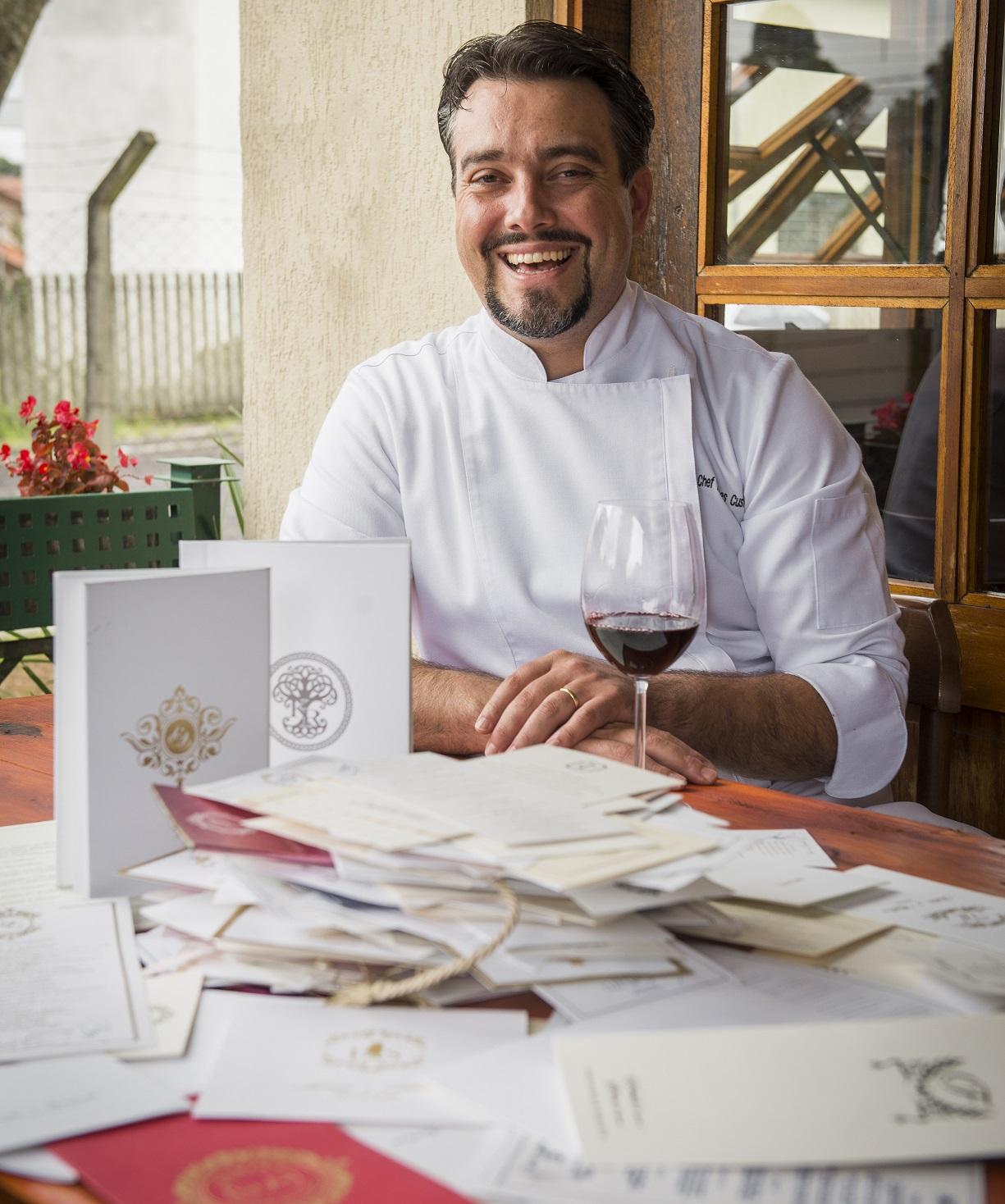 Hermes Custódio e os mais de mil menus dos eventos que comandou nos dez anos na cozinha do Castelo do Batel.