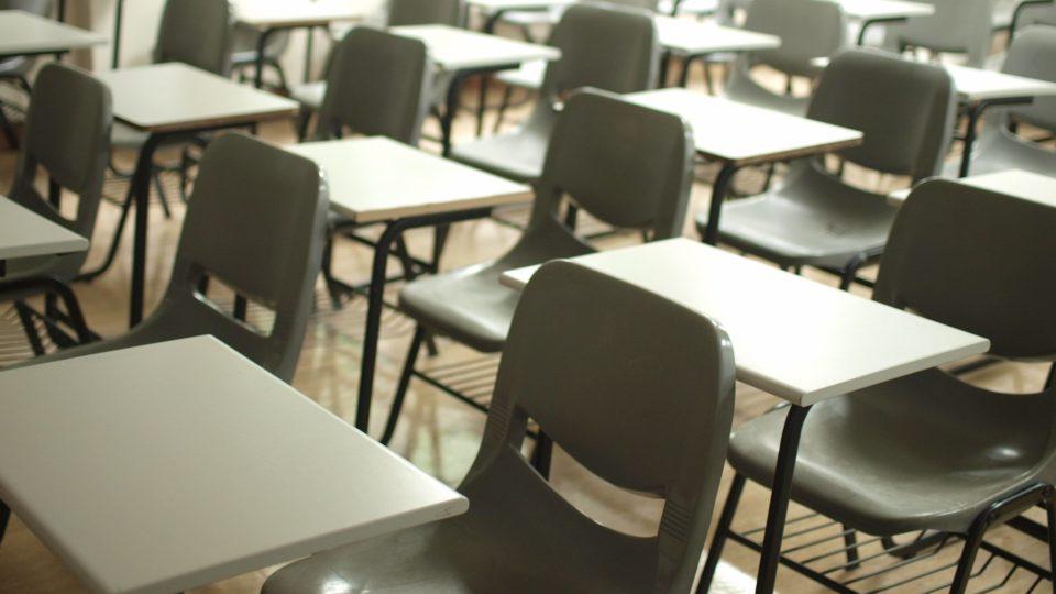 Educadores denunciam município por tentativa de impor pedagogia marxista; CNE não se posiciona