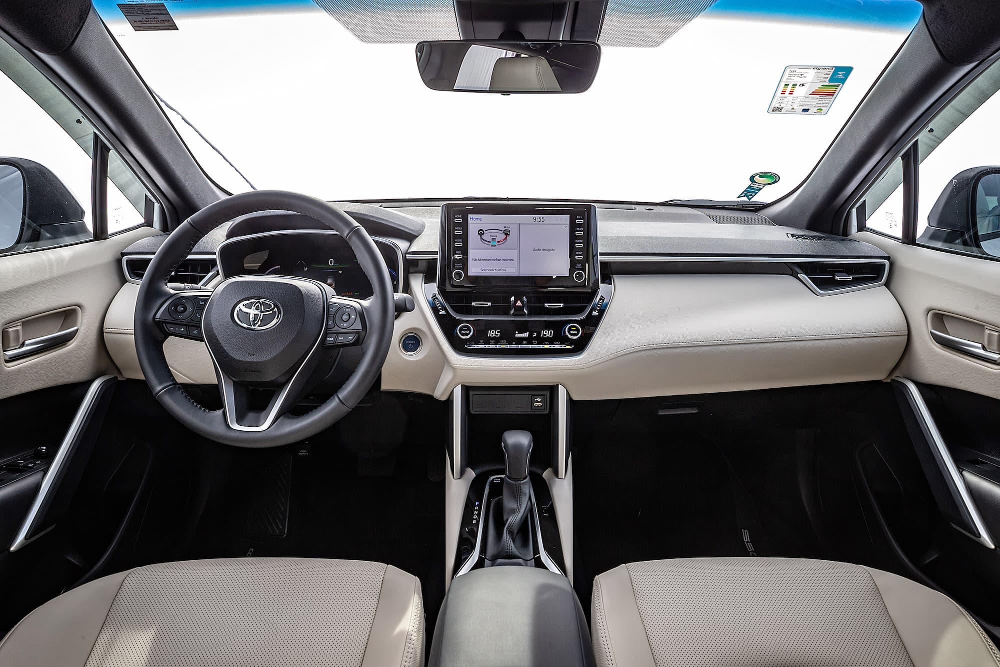 Interior do Corolla Cross Hybrid
