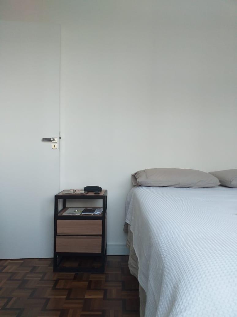 Quarto do apartamento também foi reformado.
