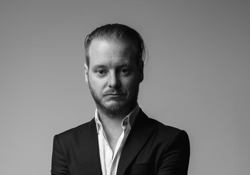 Jader Almeida anuncia novo direcionamento para sua marca de móveis.