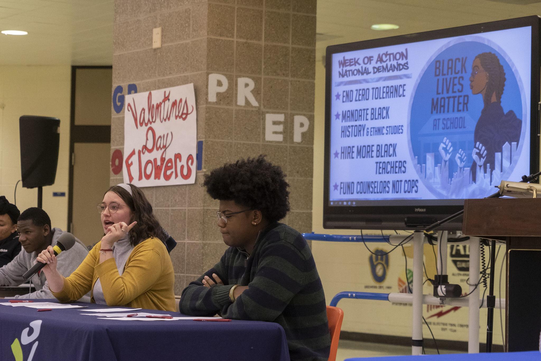 <em> Evento Black Lives Matter at School (Black Lives Matter na escola) realizado em fevereiro de 2020 em Milwaukee, no estado de Wisconsin (Crédito: MTEA) </em>