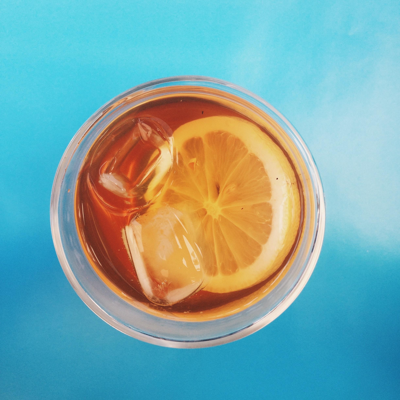 Produtos como chás de infusão em água gelada são uma das apostas para ampliar mercado. Foto: Julia D'Alkimin/Unsplash.