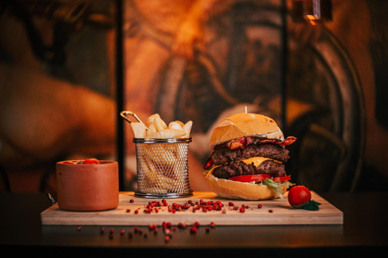 Hambúrgueres e sanduíches também compõem o menu do Galleria 41.