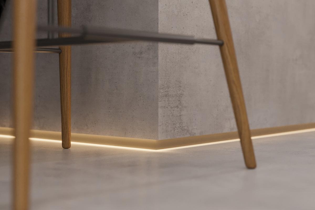 Rodapé invertido com iluminação reforça a linguagem contemporânea dos projetos. Na imagem, o de alumínio da Santa Luzia.