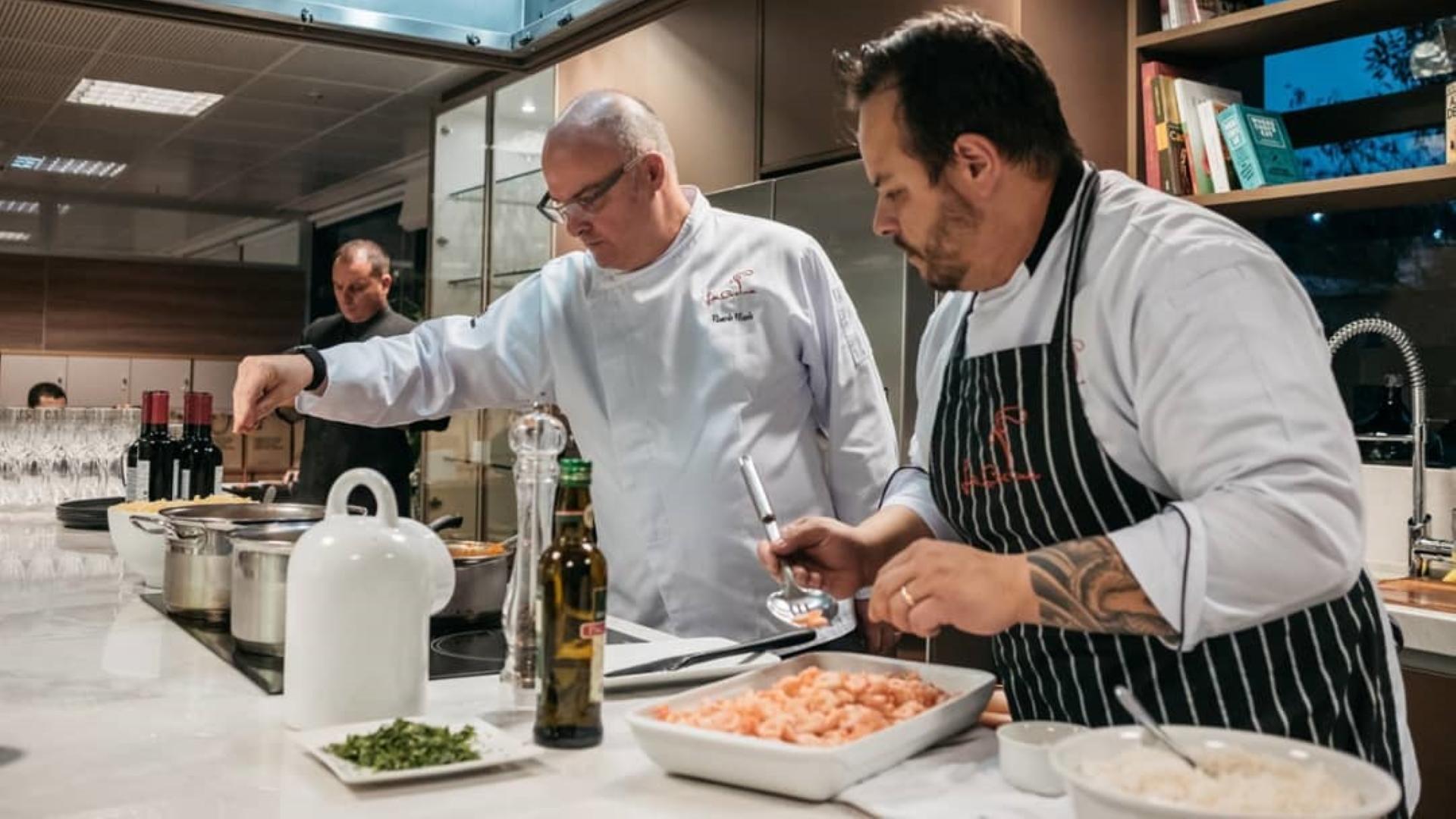 Chefs Ricardo Filizola e Ivan Kaehler prepararam menu especial para o segundo domingo de maio. Pedidos já podem ser feitos.
