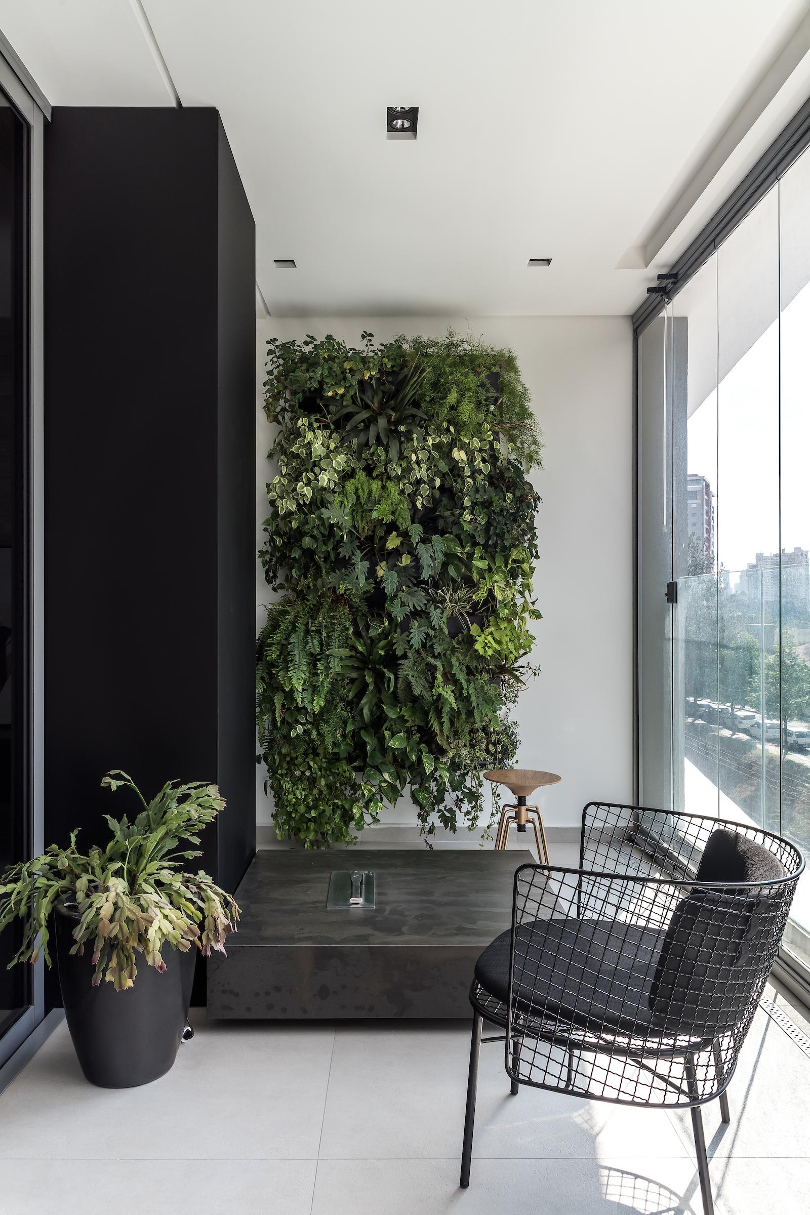 Decoração industrial com plantas