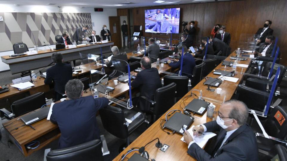 Governistas cobram investigações sobre uso de recursos por governadores e prefeitos