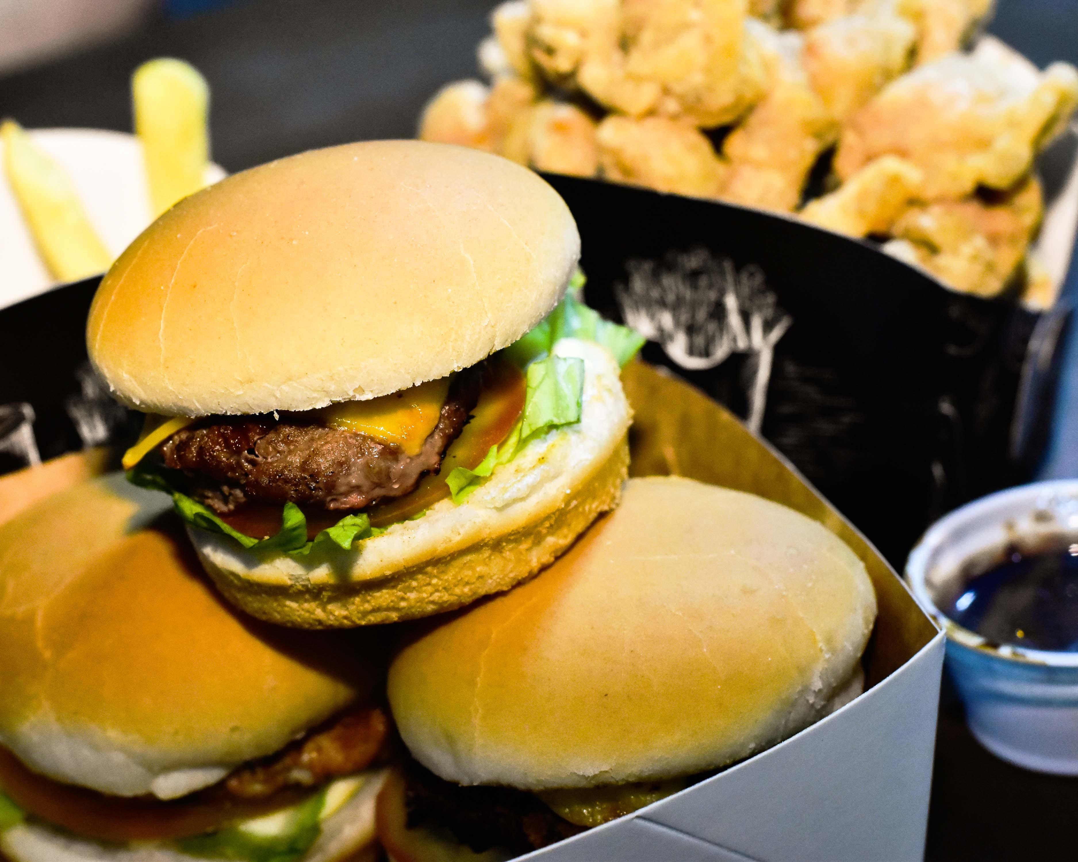 Além de petiscos e hambúrgueres, a casa ainda irá lançar nos próximos meses pratos asiáticos como o lámen, em referência ao anime Naruto.