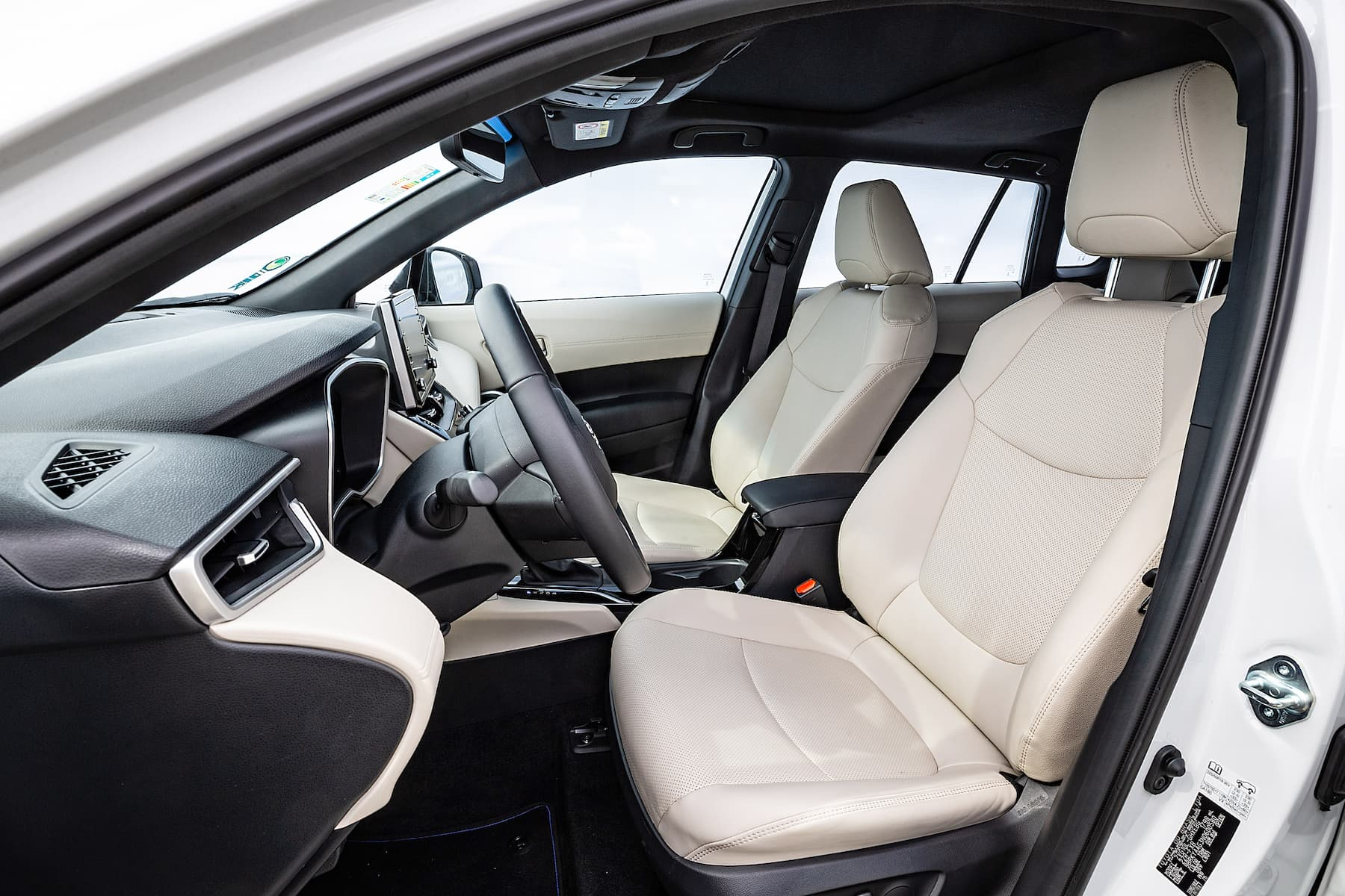 Corolla Cross é mais um carro híbrido no showroom da Toyota no Brasil