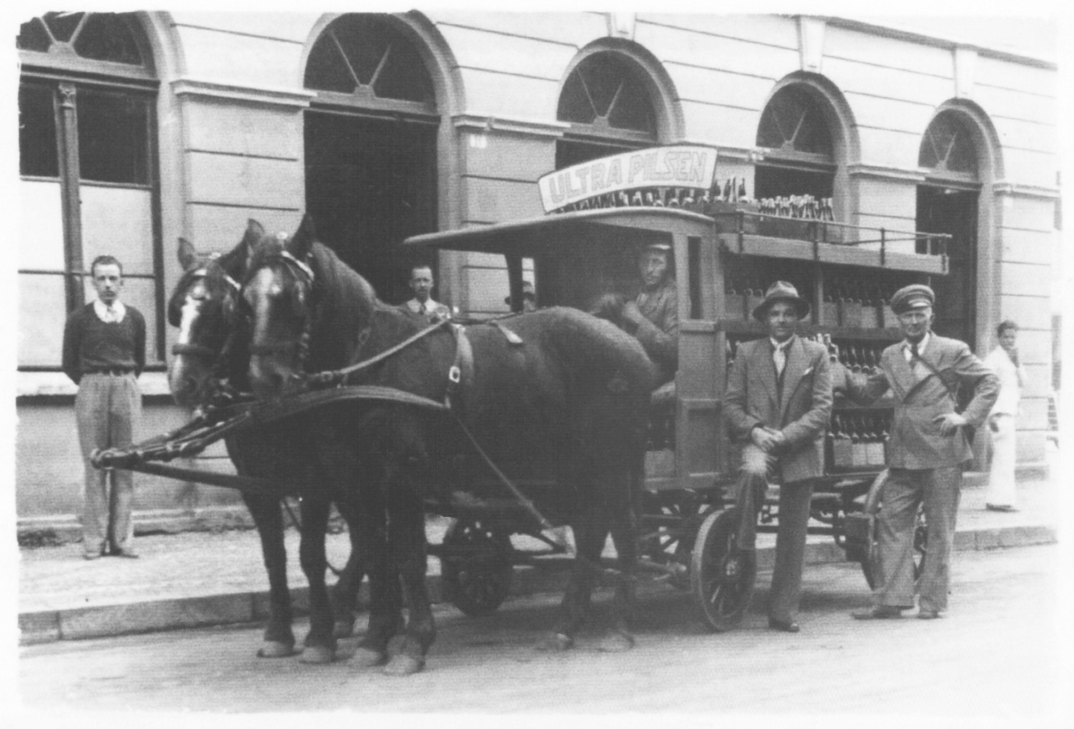 Carroça de transporte da cerveja Cruzeiro.