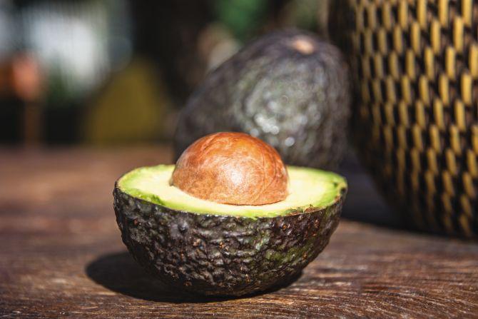 O avocado é levemente menos doce e tem a consistência um pouco mais firme. Foto: Nay Klym/Gazeta do Povo