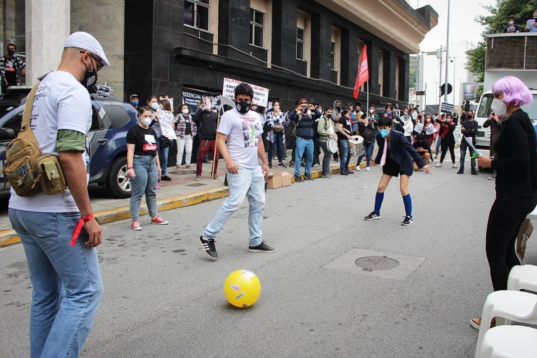 <em>Manifestantes do Sintrasem se reúnem em atos nas ruas pedindo que Prefeitura atenda demandas apresentadas (Reprodução Sintrasem)</em>