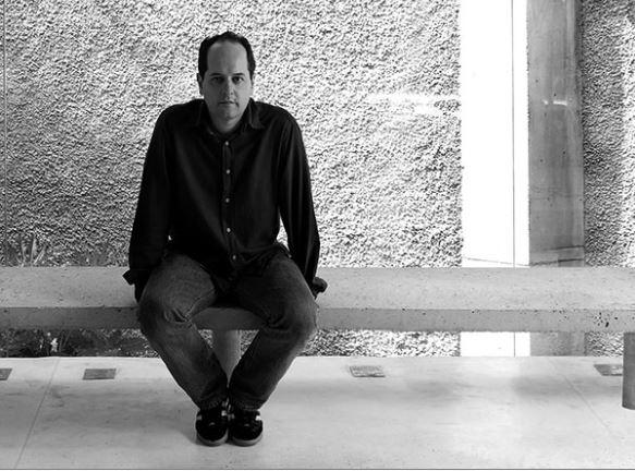 Angelo Bucci é arquiteto e professor da Faculdade de Arquitetura e Urbanismo da Universidade de São Paulo (FAU-USP). Bucci é fundador e diretor do SPBR Arquitetos e já trabalhou como professor visitante em diversas universidades estrangeiras, entre elas Yale, Harvard e o MIT.