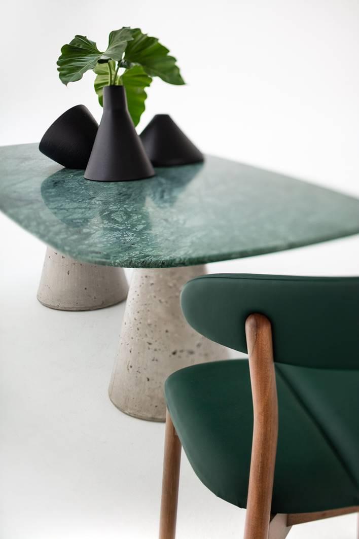 Mesa Concrete e cadeira Prima, do Estudiobola.