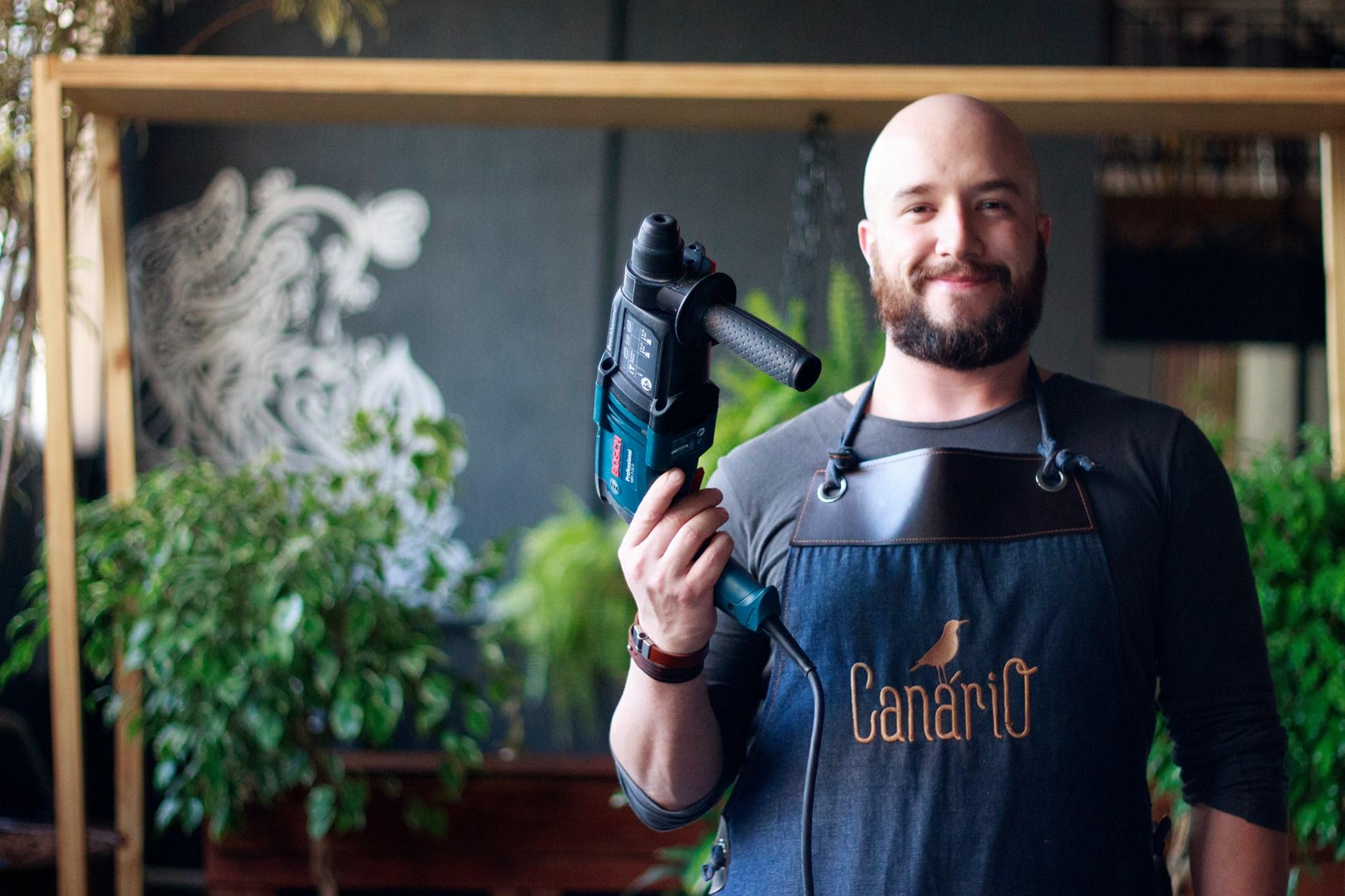 Guilherme é publicitário de formação e começou a criar móveis depois que se mudou para São Paulo.